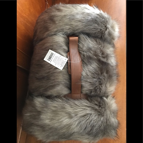 NWT faux fur throw - very luxurious
